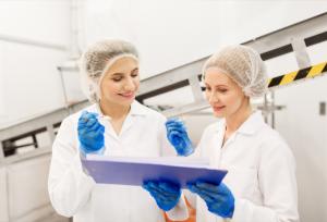 Mujeres produciendo